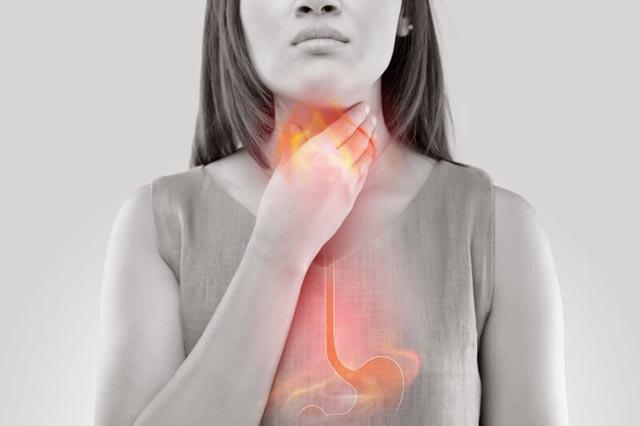 نشانه هایی که بدبویی دهان ناشی از اسید معده است؟