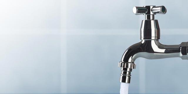 استفاده از شوینده های دهانی با فشار آب کم