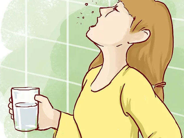 قرقره کردن آب نمک جهت جلوگیری از عفونت دندان شکسته
