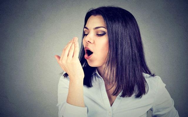 چگونه بوی بد دهان را برای همیشه از بین ببریم؟