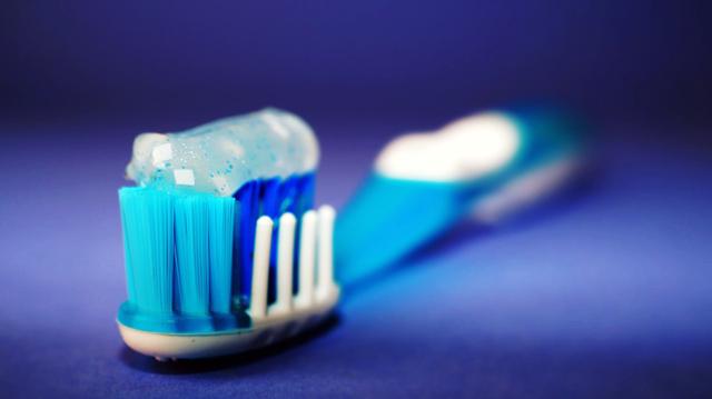 درمان پوسیدگی دندان جلو