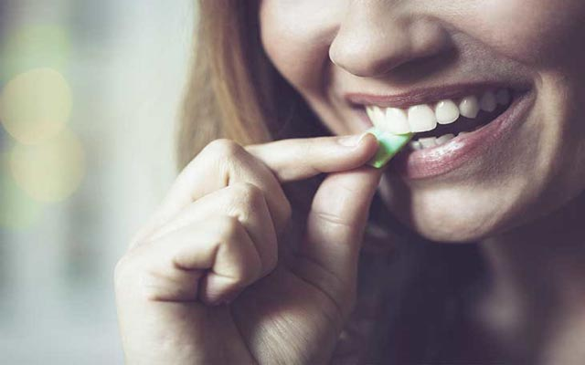 رفع بوی سیر یا پیاز از دهان