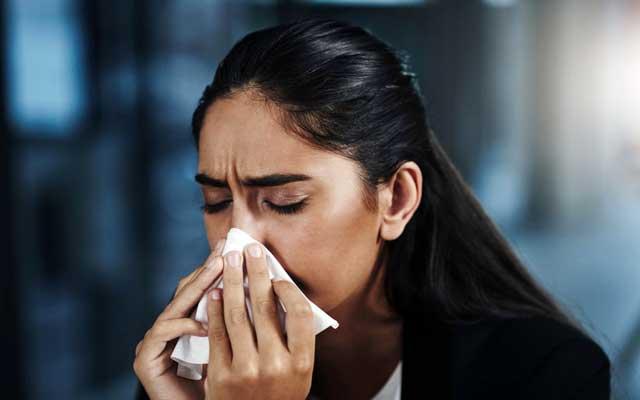 علت احساس بوی بد در بینی و انتهای گلو و درمان