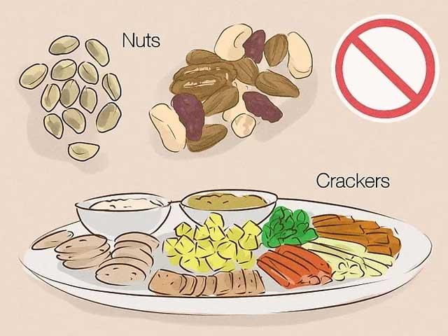 پرهیز از مصرف غذاهای سفت یا جویدنی بعد از کشیدن دندان