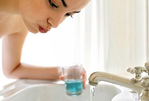 بیش از حد دندان خود را می شویید